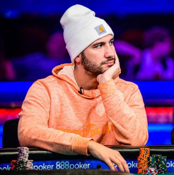 «Non è fortuna quando vinci sempre tu». Il poker raccontato dai professionisti
