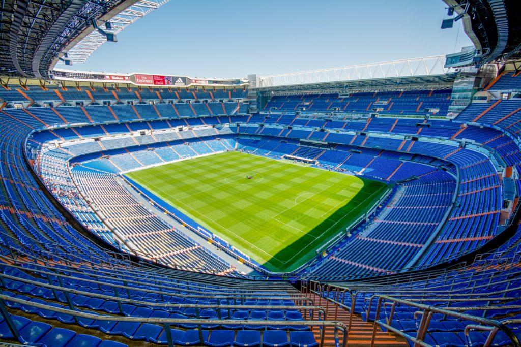 La partita sul calcio tra Sky e Dazn